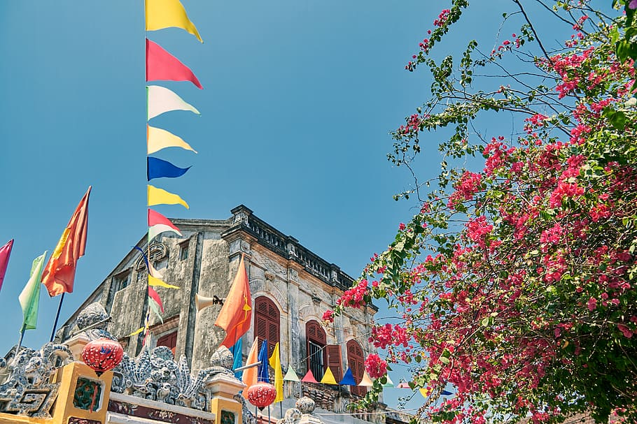 Hue with many beautiful landscapes, especially imbued with feudal culture of Vietnam. The following article will give you a new look on the Countryside and the Craft Villages in Hoi An